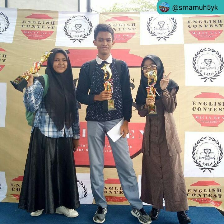 Siswa SMA Muh 5 Yogya raih piala English Contest For High School
