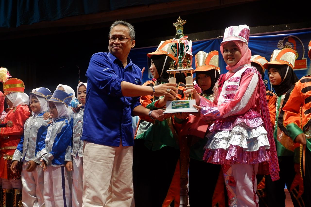 Tim marching band SD Muhdema meraih juara umum di RRI Marching Band Fiesta
